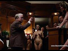 پیرمرد یوغ جوانی را روی تخت جمع کرد و شلنگ های جوراب شلواری را روی گربه کانال فیلم سسکی اش پاره کرد