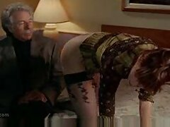 مرد سیاه دیک با خیال راحت یک مدل جوان پورنو را در جوراب ساق بلند درست فیلم های سسکی و با یک الاغ آبدار درآورد