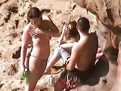 همسران جوان جدا شده همسرشان را مبادله می کنند و یک فیلم سسکی خارجی باند بانوی زنجیر زننده دارند