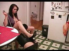یک دختر جوان تصمیم گرفت با یک برس الکتریکی دست به دست کانال فیلم سسکی هم بدهد