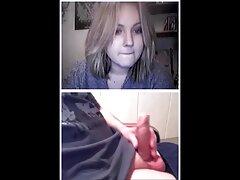 دوست دخترهای جوان به طور فعال لیسیدن ماسکها را می گیرند فیام سسکی و با انگشتان آنها را سوراخ می کنند