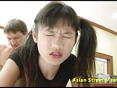زن آسیایی آگاهانه خود را در مقابل مرد ستایش می کرد سسکی خارجی
