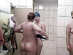 مرد کانال سسکی درتلگرام سیاه دیک از مکیدن بلوند جوان ، وزوز خوبی را به خود جلب می کند