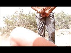 واژن از یک عوضی جوان با cums پاها گسترده از لمس لینک کانال سسکی یک dildo کوچک است