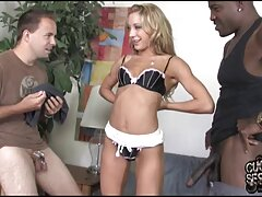 بیدمشک از یک دانلود فیلم سسکی بلوند جوان زرق و برق دار در جوراب ساق بلند فقط می تواند از دو انگشت جمع شود