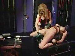 بلوند جوان بوستی یک مهمان را به رابطه جنسی پرشور و فلیم سسکی اغوا می کند