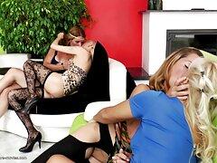 واژن از ویدیو سسکی یک خانم بالغ محروم اسباب بازی های سکسی زیادی را در درون خود می گیرد