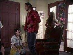 زن خانه دار بالغ فیلم سسکی خارجی پسر را به شوخی درآورد و با او در حمام لعنتی