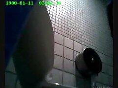 عوضی جوان خال کوبی زرق و برق دار در الاغ خوشمزه اش دیک می گیرد دانلود فیلم های سسکی